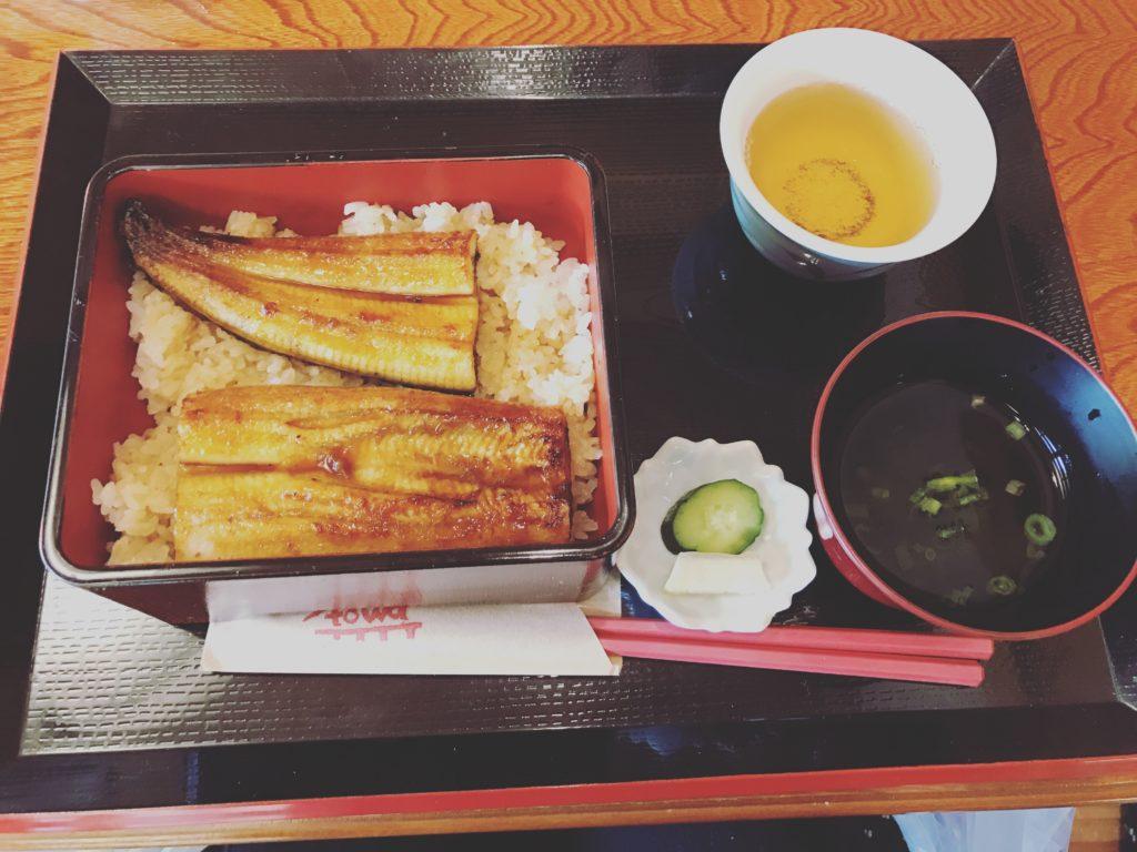 食堂とおわで食べた鰻