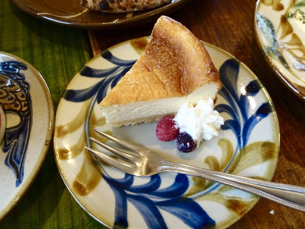 やちむんカフェ群青ケーキ