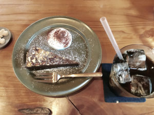 Joki coffeeアイスコーヒーとケーキ