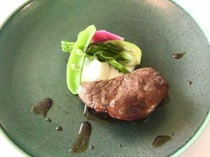 ホテルニューアワジのフレンチ、メインのお肉